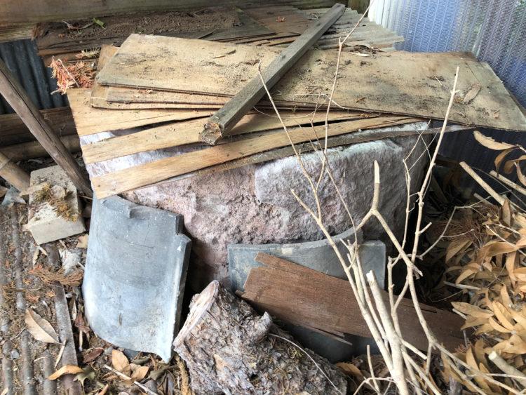 木小屋の中から現れた井戸